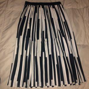 Chic Wish // Navy & White Skirt